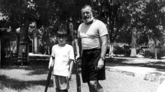 Syn Ernesta Hemingwaye zemřel jako žena: Gregory otce nazval džinem nasáklou příšerou