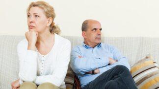 Marie (48): Manžel si kupuje syna nesmyslně drahými dárky i kapesným. Nechápe, jak mu tím škodí
