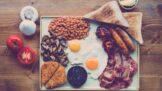 Kdy jíst nezdravě: Podle nové studie je nejdůležitější zdravá večeře, slaninu ale nezavrhuje