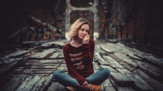Livie (19): Bílý oblázek na rodinném hrobu zvěstoval přicházející smrt. Děsím se dne, kdy se tam znovu objeví
