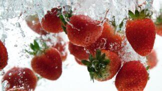 Jak správně umýt jahody: Zkuste tyto triky, které vám ulehčí i jejich skladování
