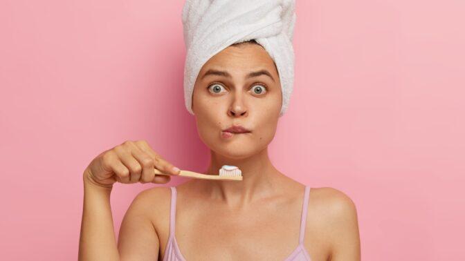 Čistíte si zuby správně? Zubařka vysvětluje nejčastější chyby, které patrně děláme všichni
