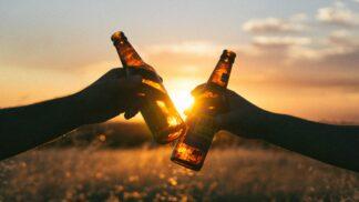 Muži podle horoskopu: Která 3 znamení zvěrokruhu jsou milovníky piva?