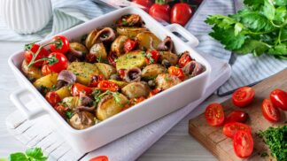 Zapečené rané brambůrky s ančovičkami a cherry rajčaty: Lehký a chutný oběd