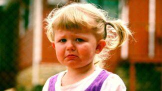 PORADNA: Tříleté dítě se v obchodě vzteká, že chce hračku. Jak správně situaci řešit, radí zkušená psycholožka