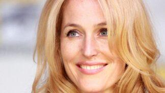 Podprsenka už nikdy víc, říká herečka Gillian Anderson. A co na to odborníci?