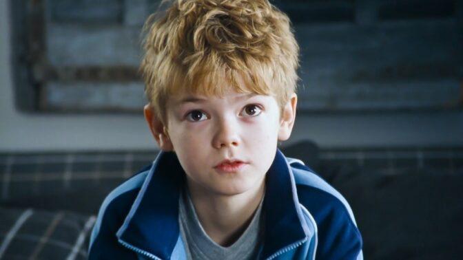 Jak dnes vypadá Sam z Lásky nebeské: ThomasBrodie-Sangster bojuje s dětskou tváří, v hospodě mu odmítají nalít
