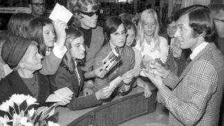 Zapomenutý příběh Karla Gotta aneb Jak účes Zlatého slavíka zachránily německé fanynky
