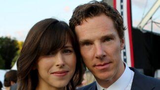 """""""Sherlock"""" Benedict Cumberbatch slaví 45: Po boku nemá Watsona, ale tuhle krásnou ženu"""