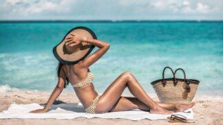 Víte, jak zabránit předčasnému stárnutí pokožky způsobenému opalováním?