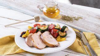 Medová krůtí prsa s pečenou zeleninou: Lehký oběd nejen pro vyznavače zdravého životního stylu