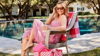 Ginghamové šaty: Vzor z piknikových ubrusů je trendem léta 2021, milují ho Reese Witherspoon i Victoria Beckham