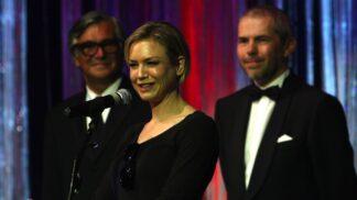 6 největších skandálů z Karlových Varů: Od Renée Zellweger bez garderoby až po Jiřího Menzela s rákoskou