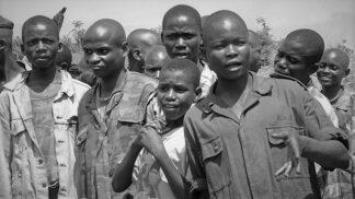 Nahý generál: Zdrogované dětské vojáky krmil lidskými srdci, pak jej prý navštívil Ježíš