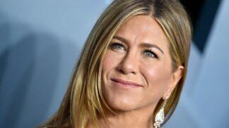 """11 ikonických účesů Jennifer Aniston: Hvězda Přátel oslnila nejen střihem """"na Rachel"""""""