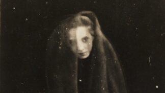 Nejděsivější fotografie historie: Duchové mezi námi a tajemný ostrov strašidelných panenek