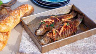 Pstruh pečený na cideru se šunkou: Chutná a originální večeře