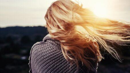 Vizitkou krásné ženy jsou krásné vlasy. Povolejte si na péči o ně pomocníka