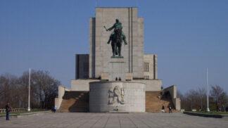 Thumbnail # Hrob neznámého vojína: Od památníku na Vítkově až po Káhiru