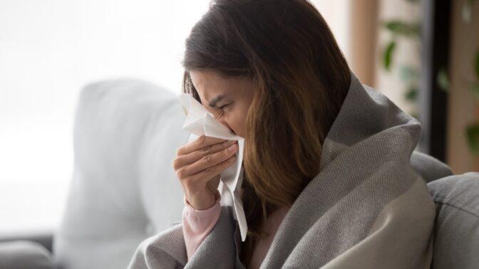 Podzimní nachlazení: 5 způsobů, jak nakopnout imunitní systém i díky líbání a pletení