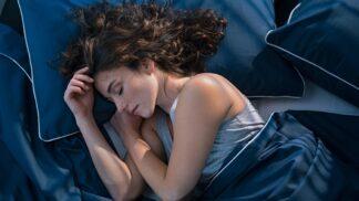 Jak usnout do 10 minut: Podle odbornice zaberou sacharidy a návrat do pravěku
