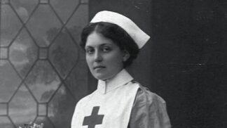 Ohromující příběh Violet Jessop: Přežila největší námořní katastrofy 20. století, skonala doma u kuřat