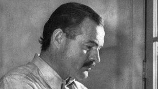 Ernest Hemingway: Přežil tři válečné konflikty, celý od krve zachraňoval kamarády z náruče smrti