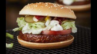 """Vegani (možná) zajásají: McDonald's představuje """"McVegan"""", první veganský hamburger"""