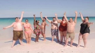 GALERIE: Zákaz vstupu hubeňourům. Tento hotel byl postaven na míru obézním lidem