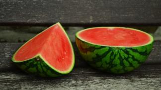 Melouny se na nás v obchodech smějí: Jak vybrat čerstvý, šťavnatý a chutný i na jaře?