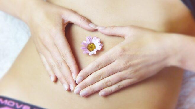 Bolestivá menstruace. Lze ji utišit i jinak, než prášky