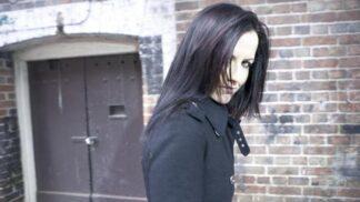 Metalová skupina Bad Wolves vzdala hold zemřelé kolegyni Dolores O'Riordan z The Cranberries. Z jejich videoklipu vám zvlhnou oči