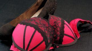 Trápí vás nepříjemná bolest a pnutí prsou před menstruací? Zkuste měsíček lékařský
