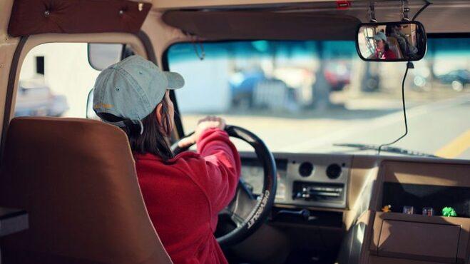 Kdo řídí lépe: Muži, nebo ženy? Vědci tenhle spor konečně rozluštili
