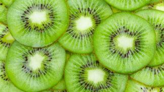 Už jedno kiwi vám dodá vitamin C na celý den. Těchto 5 šťavnatých delikates zažene zimní únavu