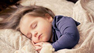 Čtyři největší mýty o spánku dětí
