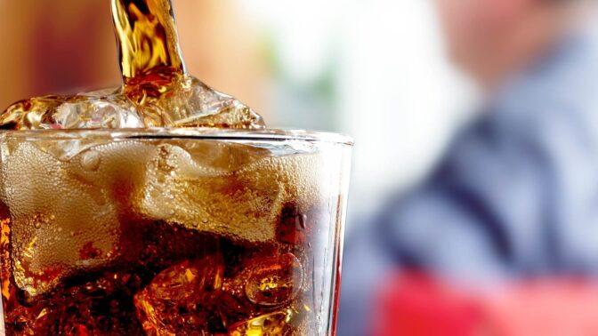 Co se stane vašemu tělu, když budete pít jenom kolu?
