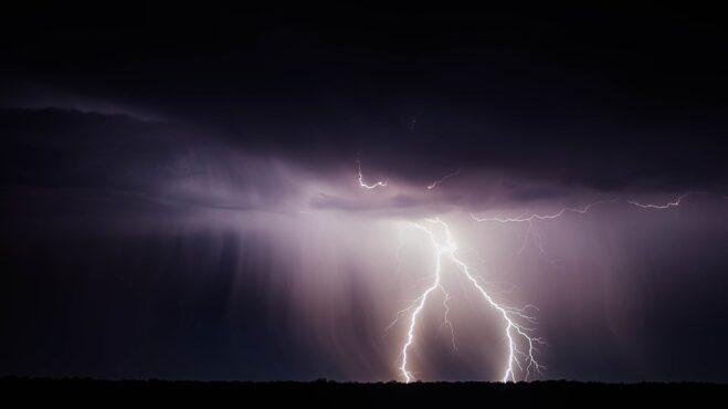 Bojíte se bouřky? Poradíme vám, jak se při ní chovat a co nikdyi nedělat