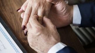 Partner starý jako váš otec? Výhody i rizika vztahu s velkým věkovým rozdílem