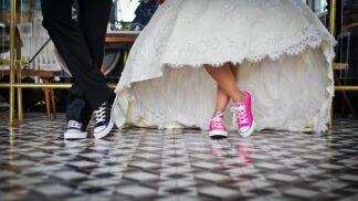 Dostala jste pozvánku na svatbu a jste single? Poradíme, jak to přežít
