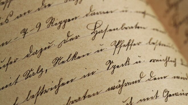 Úzké, drobné, baculaté… Podívejte se, co na vás prozradí rukopis!