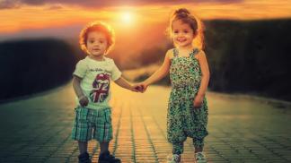 Vztah mezi sourozenci bývá komplikovaný. Naučte je respektu a vzájemné lásce