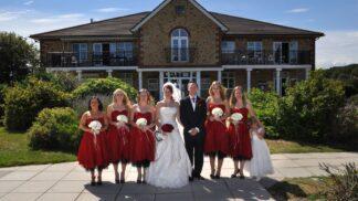 Proč se na svatby oblékají družičky do stejných šatů. Past na milence, nebo pozůstatek viktoriánské Anglie?