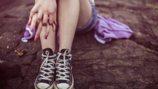 Stop pocení nohou jednou provždy. Jaké babské rady skutečně pomáhají?