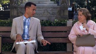 Tom Hanks už bude navždy Forrestem Gumpem. Jaké další role ho proslavily a za které si málem vysloužil ocenění Zlaté maliny?