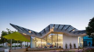 Knihovna s cikcak střechou nebo hotel jako chrám – podívejte se úchvatná díla australských architektů v zahraničí