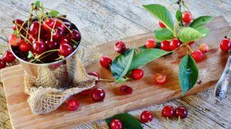 Jak snadno vypeckovat třešně nebo nakrájet meloun? Naučte se triky jako šéfkuchař