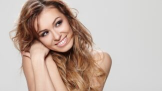 Jak se jednou provždy zbavit mastných vlasů a docílit vzhledu jako z reklamy
