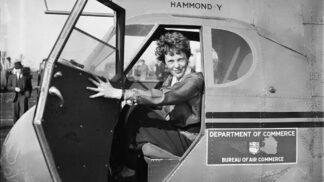 Zázračně přeletěla Atlantik, záhadně zemřela: Výročí smrti Amelie Earhartové