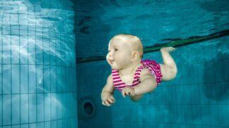 5 jednoduchých rad, jak naučit dítě plavat bez zbytečných stresů
